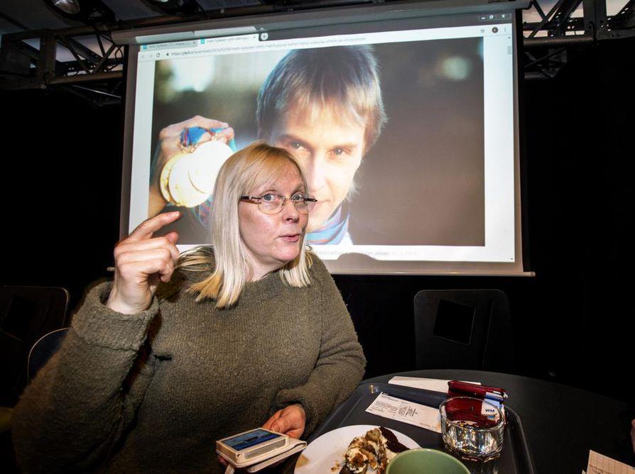 Näyttelijä Anna-Maija Valonen kertoo olevansa Matti Nykäsen ikätoveri, joten hän on seurannut mäkihyppääjän elämää hieman tarkemmalla silmällä.