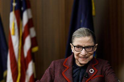 Yhdysvaltojen korkeimman oikeuden tuomari Ginsburg saa kemoterapiaa maksasyöpään – jatkaa virassaan