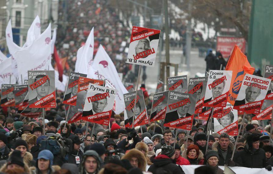 Moskovassa oppositio osoitti vuonna 2013 mieltään, kun Putinin hallinto otti käyttöön ns. Magnitski-vastalait, joilla kiellettiin amerikkalaisilta venäläisten orpolasten adoptoiminen. Sittemmin protestimielenosoitukset ovat Venäjällä harvenneet.