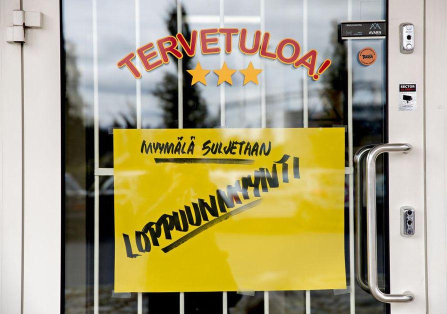 Makkarakauppa ilmoitti eilen Facebook-sivuillaan aloittavansa loppuunmyynnin. Myymälän tyhjennettyä ovet sulkeutuvat viimeistä kertaa.