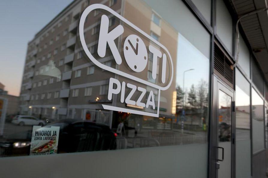 Vuoden franchising-ketjuksi kolmesti valitussa Kotipizzassa on ympäri Suomen noin 270 ravintolaa, 300 yrittäjää ja 1¿700 työntekijää, jotka tekevät 10 miljoonaa pizzaa vuodessa. Kuva Kajaanista.