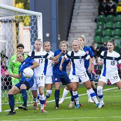 Helmarien päävalmentaja Anna Signeul kehui suojattiensa voitontahtoa Slovakian kaadossa