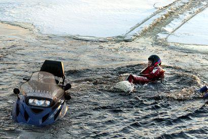 Liikenneturva muistuttaa kelkkailijoita: Pysy merkityillä reiteillä, jäälle ei pidä ajaa, jos ei voi olla sataprosenttisen varma sen kestävyydestä.