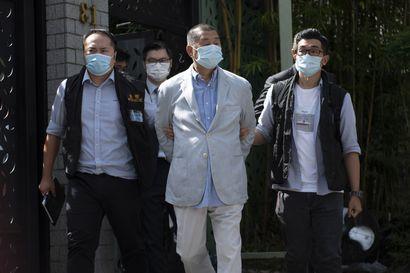 """""""Ehkä jossain kolmannen maailman maassa on tällaista"""" – mediamoguli ja kuusi muuta pidätettiin Hongkongissa"""