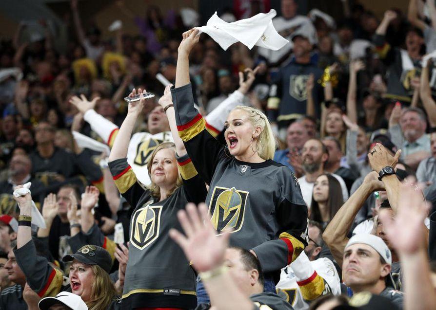 Las Vegasin kaupungin asukkaat ovat ottaneet Golden Knightsin omakseen. Vegasin kotihallin tunnelma on ollut koko kauden korkealla ja myös vierasjoukkueiden mieleen.