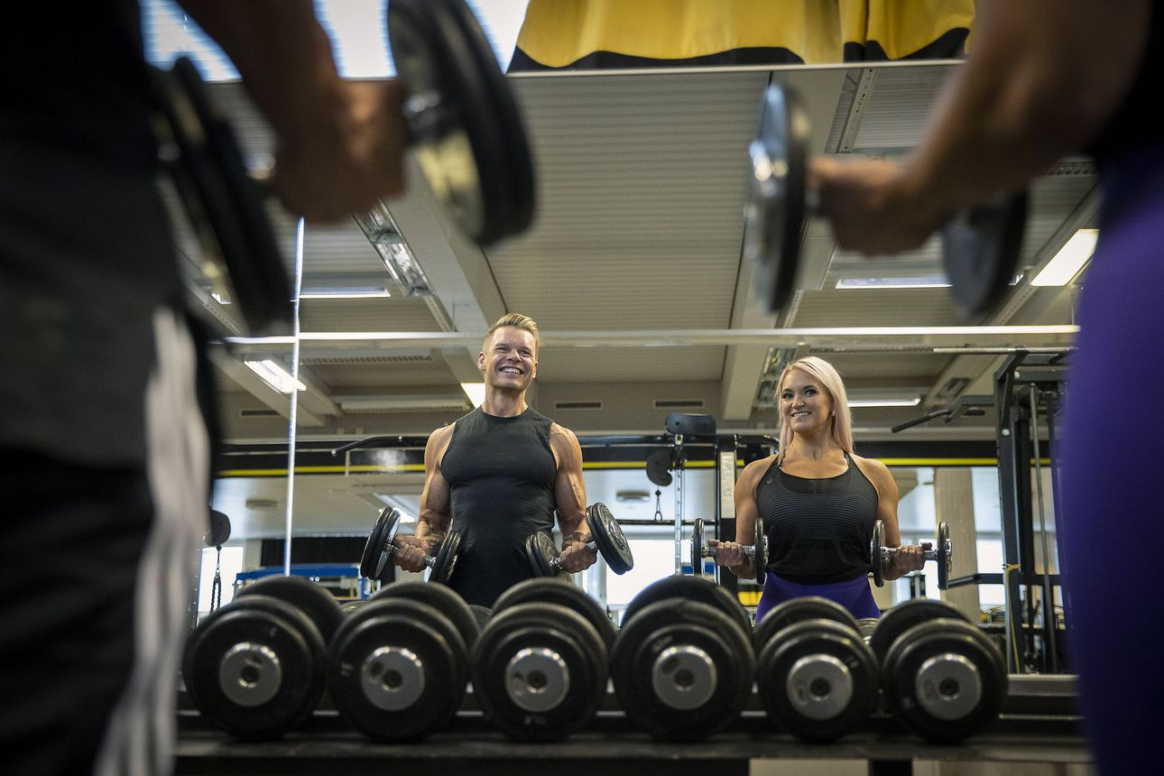 """Oululaiset Saara Kokko ja Tero Leinonen kuuluvat fitness-urheilussa lajiensa Suomen parhaisiin: """"Pitää olla hyvännäköinen ja sporttinen fysiikka"""""""