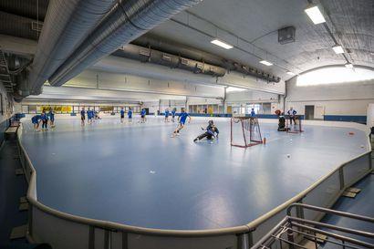 Oulun liikuntapaikkojen purku herättää huolta urheiluseuroissa –Urheilutalo on jo tyhjennetty, Värtön liikuntahallin tilannetta tarkastellaan vuosi kerrallaan