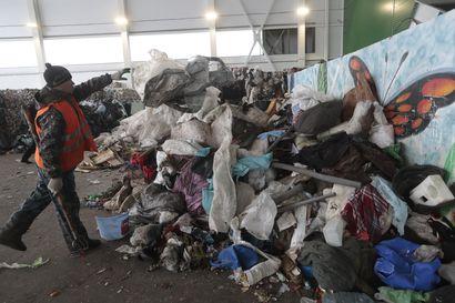 Venäläistä jätehuoltoa: kaikki samaan säkkiin ja säkki metsään – jätteisiin hukkuva maa yrittää luoda kierrätyskulttuuria tyhjästä