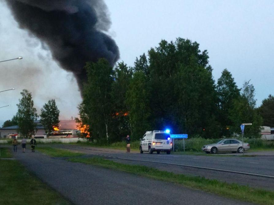 Palosta muodostui voimakkaasti savua.
