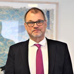 Politiikasta lähtevä Juha Sipilä on parjatuimpia päättäjiä, vaikka onnistui velkaantumisen taitossa – nyt hän paljastaa, mikä olisi saanut jatkamaan pitempään