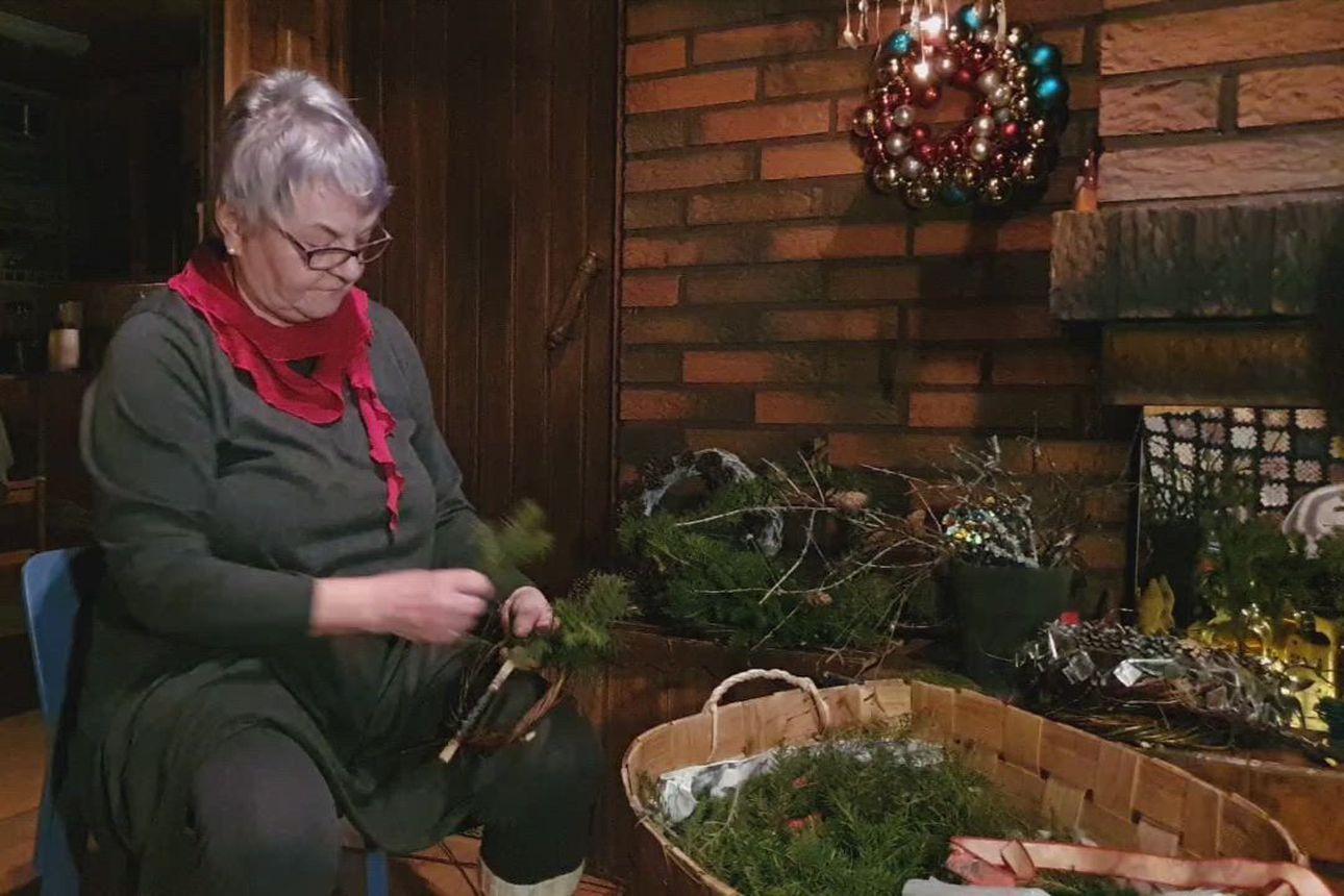 Katso, miten joulukranssi valmistuu