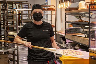 """Ruskon Citymarketissa tuoksuu päivisin tuore pizza, kotiruoka ja savustettu kala – """"Moni on yllättynyt, että meiltä saa ihan oikiaa kiviuunipizzaa"""""""
