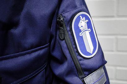 Murtautuja sammui asunnon terassille anastamiensa tavaroiden kanssa – poliisi otti paikalta kiinni myös toisen miehen