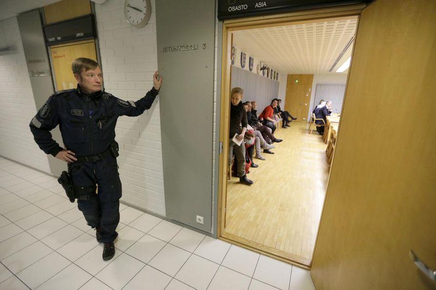 Kempeleen raiskauksesta epäilty vangittiin todennäköisin syin epäiltynä Oulun käräjäoikeudessa.