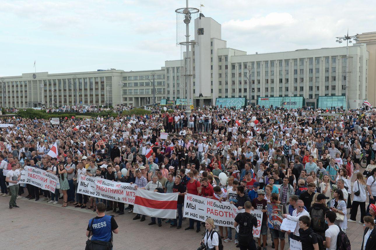 EU otti ensi askeleet Valko-Venäjän pakotteiden asettamisessa – Tieto protestoijien kidutuksesta ajanut lisää ihmisiä kaduille ja suuriin lakkoihin