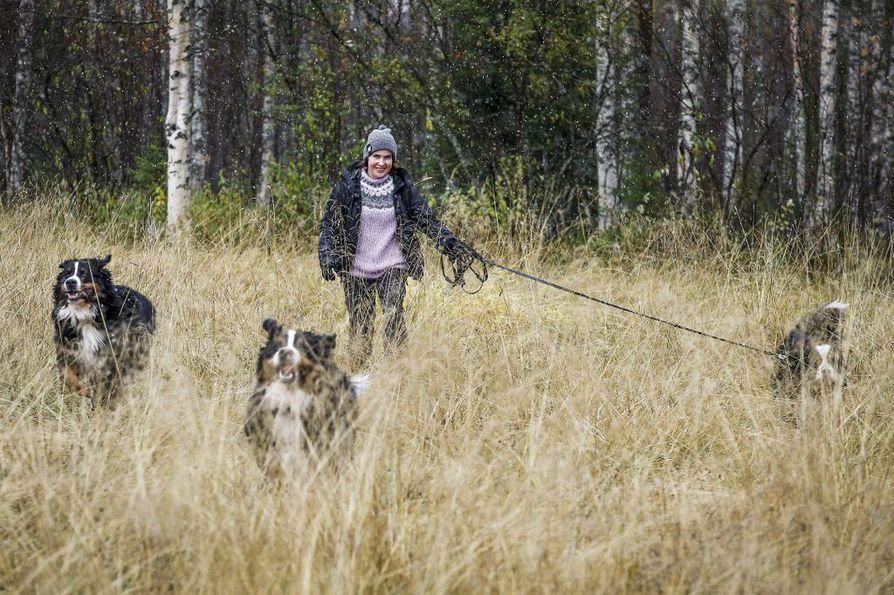 Koirat pitävät kiireisen ylilääkärin liikkeessä myös vapaa-aikana. Lenkille lähdetään kelistä riippumatta