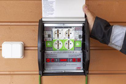 Hallitus patistaa maata sähköautoiluun – lakiesitys lisäisi latauspisteitä taloyhtiöihin ja kauppakeskuksiin