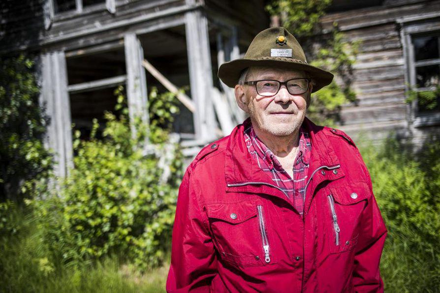 Taisto Illikaisen ura kaupan alalla ja samalla hillakauppiaana alkoi Saariharjun kaupassa vuonna 1958. Silloinen kaupparakennus (kuvassa) on yhä pystyssä, vaikka sen viereen nousi pari vuotta myöhemmin uusi.