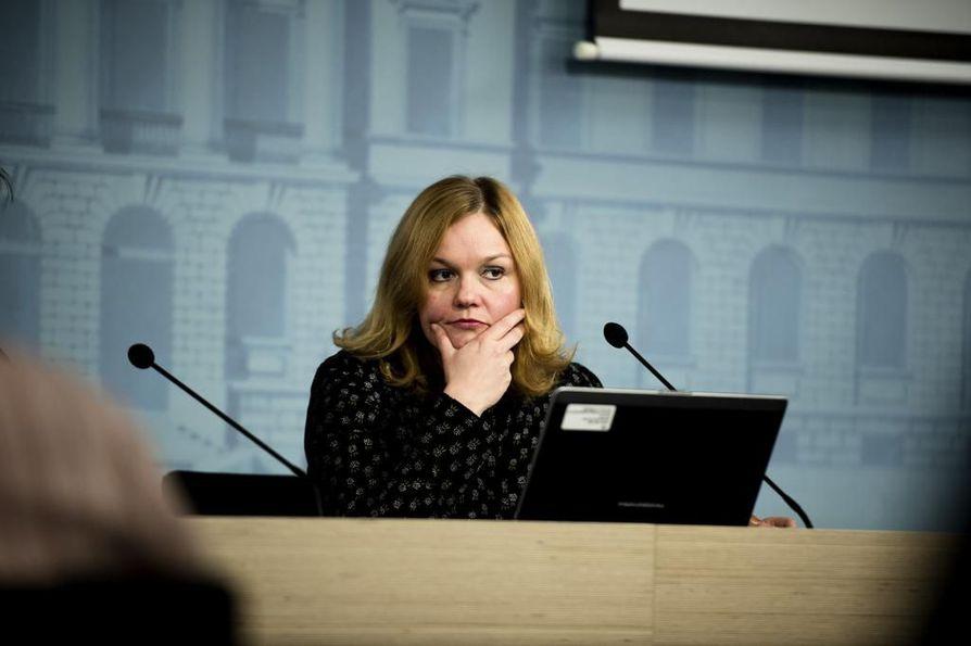 Entinen opetusministeri Krista Kiuru (sd.) vakuuttaa, että oppivelvollisuusikä nousee vielä Suomessa. Arkistokuva.