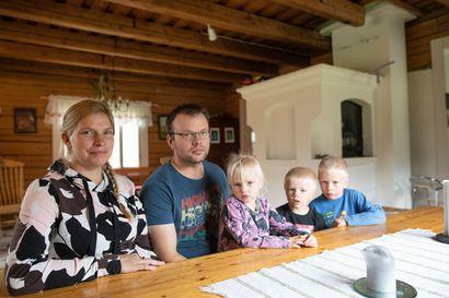 Joentakasen perhe asuttaa Ahoniemessä tilaa, joka on ollut saman suvun hallussa 1600-luvulta - Näin Sihverin jälkeläiset elivät läpi viime vuosisadan kuohunnan