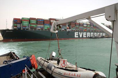 Yhdysvaltalaismediat: Suezin kanavan tukkinut konttialus on saatu ainakin osittain irti – nousuvedestä odotetaan pelastusta