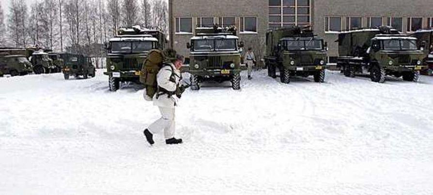 Suomi menettä huomattavan määrän verotuloja, kun armeija lyhentää nuorten työuria.