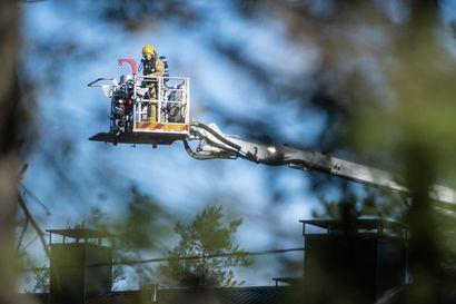 Asuinkäytössä olevan vanhan koulun tulipalo saatiin sammutetuksi – ei henkilövahinkoja