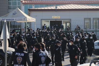 Turkkilainen oikeusistuin jakoi satoja elinkautisia vallankaappausyrityksestä syytetyille