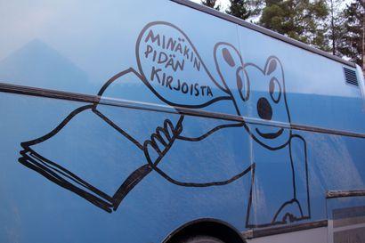 135 kirjastoautoa sukkuloi Suomen teillä, parhaimmillaan kirjastoautoja oli 234