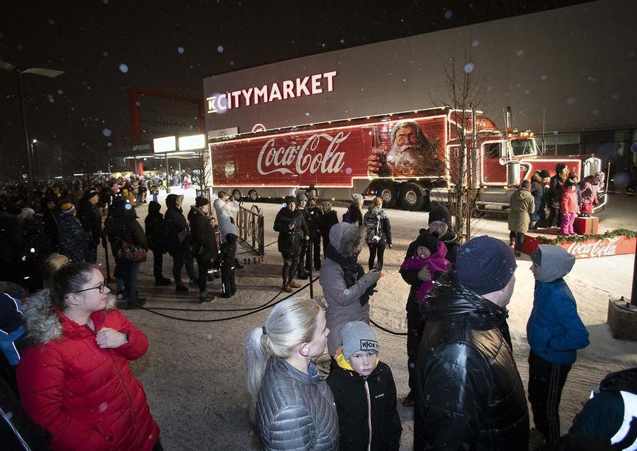 Coca-Colan joulurekka oli nähtävyys Oulussa viime vuonna.