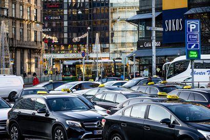 Asiantuntijat: Sosiaali- ja terveysministeriön käsitys koronan tarttuvuudesta taksissa on virheellinen