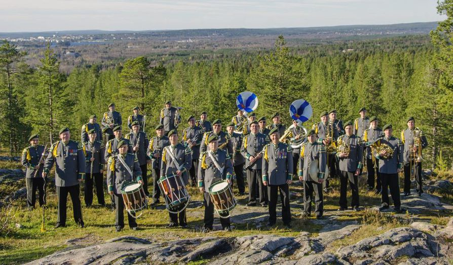 Lapin sotilassoittokunta kasvoi täysimittaiseksi puhallinorkesteriksi viimeisen sotilasmusiikkiuudistuksen yhteydessä, kun siihen yhdistettiin Oulun ja Kajaanin soittokunnat.