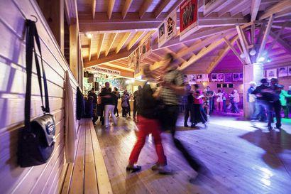 Tanssilavakulttuuri elää sittenkin – lavoilla riittää kävijöitä, mutta kävijäkunta on jakautunut kahtia
