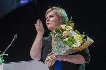 Paine Annika Saarikon niskassa kasvaa – kunnallisvaaleihin on puoli vuotta, eikä ankea kannatuskäyrä anna lupausta noususta
