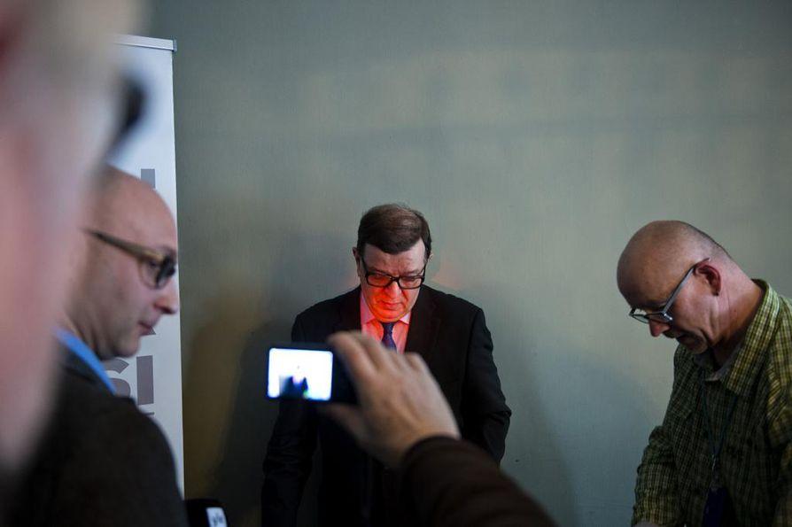 Keskustan europarlamentaarikko ja kunniapuheenjohtaja Paavo Väyrynen julkaisi viime tammikuussa uuden kirjan ja ilmoitti jättäytyvänsä sivuun keskustan ylimpien puolue-elimien työstä.
