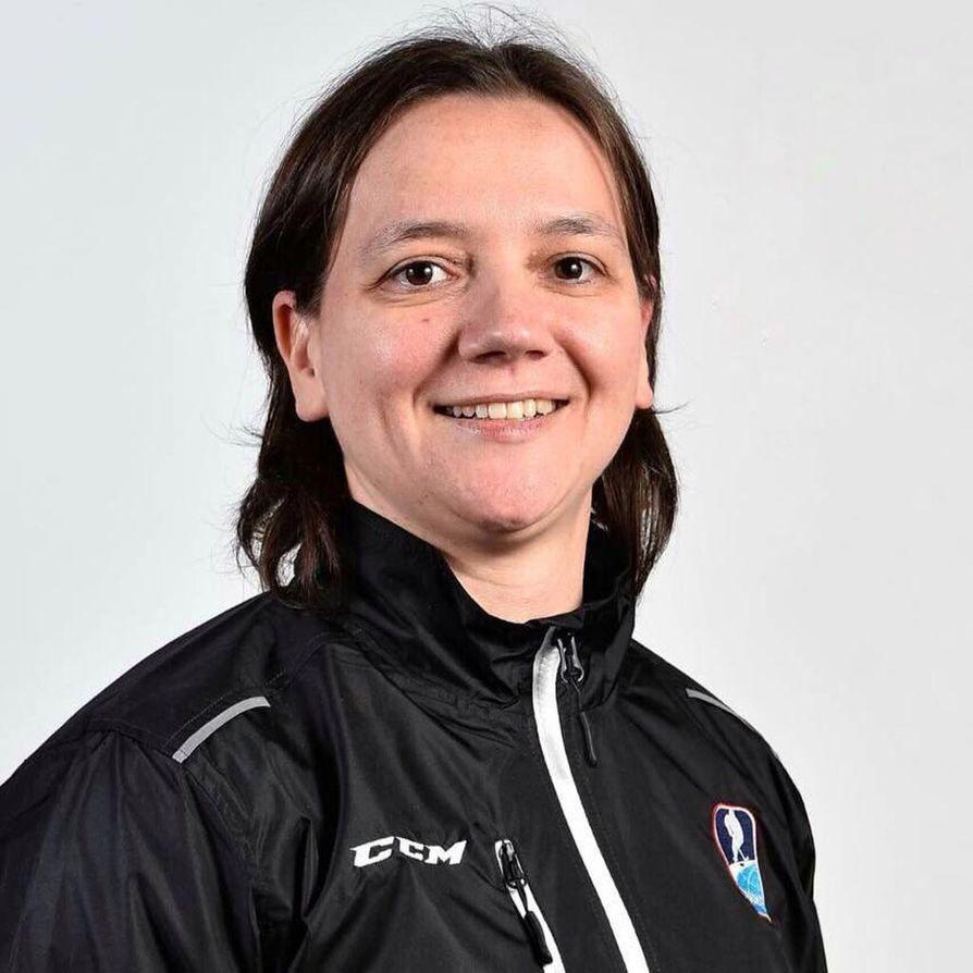 Jääkiekkotuomari Johanna Tauriainen viheltää Pyeongchangin talviolympialaisissa helmikuussa.