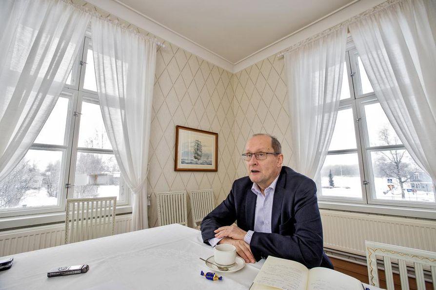 Fennovoiman hallituksen puheenjohtaja Esa Härmälä vieraili Raahessa tiistaina.