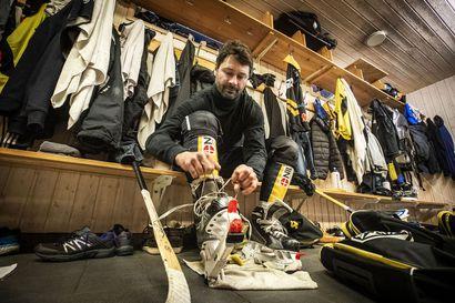 """Torniolainen varastomies Igor Zolotarev, 49, pelaa jääpallon pääsarjaa vanhempana kuin kukaan koskaan: """"Suurin syy on vaimoni"""""""