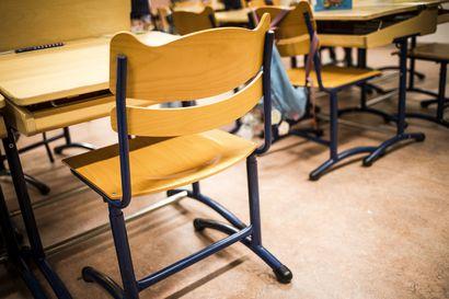 """Oululaisessa alakoulussa kuohuu, opettajaa epäillään lievästä pahoinpitelystä – """"Koulutuksen järjestäjän ominaisuudessa emme hyväksy tämmöistä missään olosuhteissa"""""""