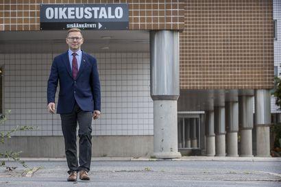 Oulun käräjäoikeudessa ennätysmäärä rikos- ja riita-asioita –  voiko syytteeseen vastata omalta kotisohvalta, uusi laamanni Kari Turtiainen?