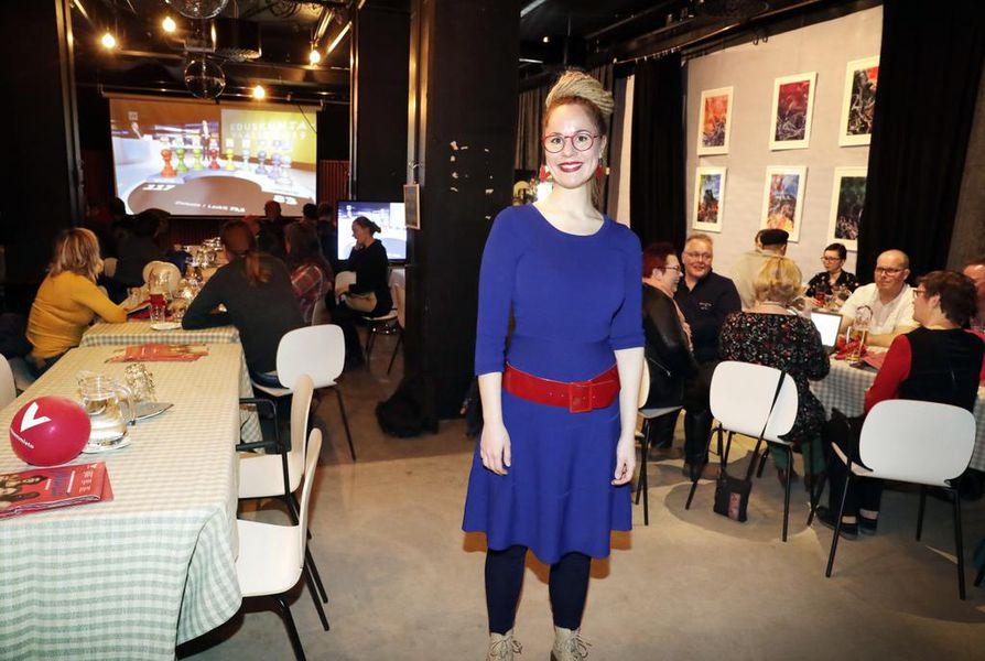 Hanna Sarkkinen (vas.) perustelee ehdokkuuttaan äärimmäisen tärkeillä eurovaaleilla.