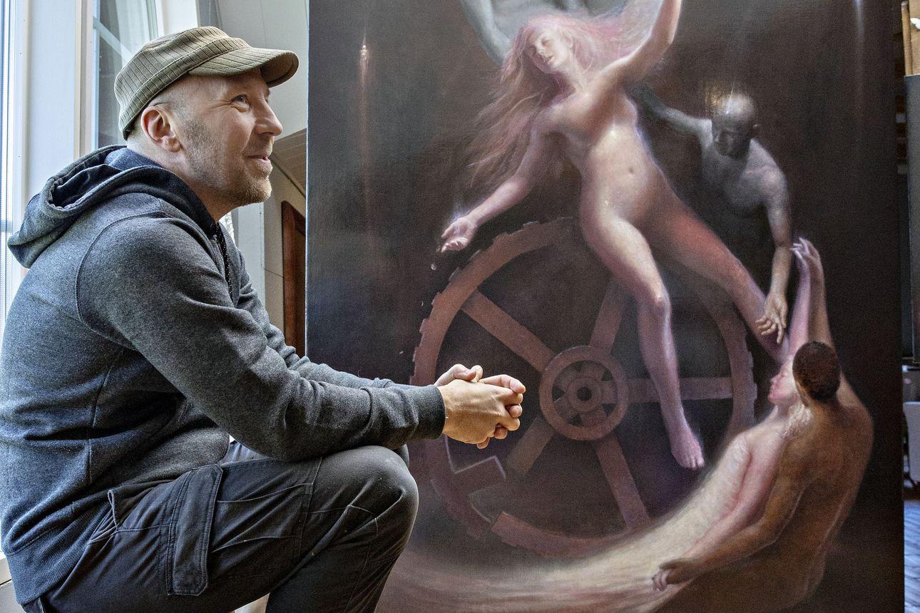 """Oululaisen taidemaalari Sampo Kaikkosen kesänäyttely tuo uusia näkökulmia kirkkotaiteeseen – """"Uskon epäilykselle ei ole aikaisemmassa kirkkotaiteessa ollut tilaa"""""""