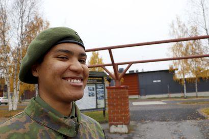 Ikänsä Espanjassa asunut Dillan Backman tuli Suomeen armeijaan, ja nyt hän pohtii, että voisi asettua Pudasjärvelle