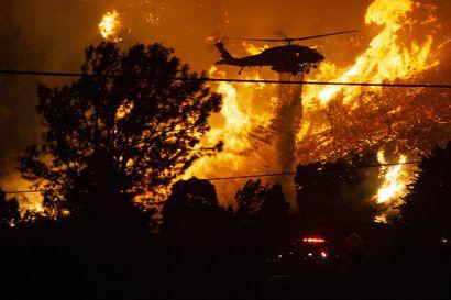 """Tuhannet pakenevat ennätysukkosten ja lämpöaallon aiheuttamia maastopaloja Kaliforniassa – """"Paloista on tulossa osavaltiossa uusi normaali"""""""