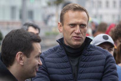 Elokuvasäätiö hakee Aleksei Navalnyin ambulanssilennolla Saksaan, Ranska tarjoaa turvapaikkaa – venäläinen oppositiojohtaja makaa koomassa epäillyn myrkytyksen seurauksena