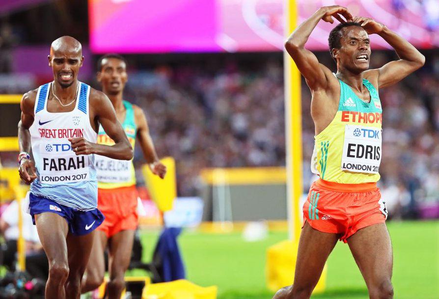 Britannian kestävyysjuoksutähti Mo Farah jäi niukasti tuplamestaruuden tavoitteestaan yleisurheilun MM-kisoissa Lontoossa. Etiopialainen Muktar Edris kukisti Farahin niukasti 5 000 metrin miesten finaalissa.