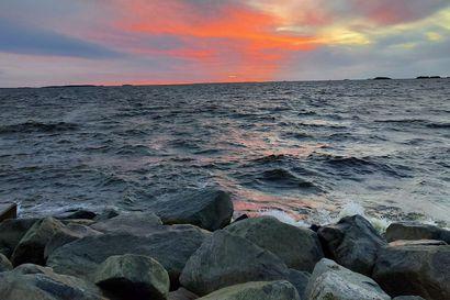 Yhdysvaltain maastopalojen savu värjännyt auringonlaskuja Perämerellä – komeat värit voivat loistaa taivaalla Oulun seudulla