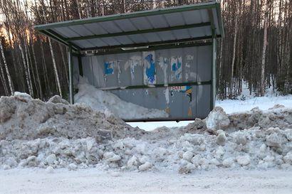 Lukijalta: Aura täytti koululaisten bussipysäkin lumella Ounasjoen itäpuolentiellä