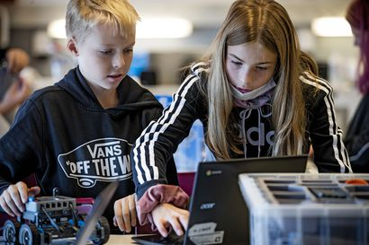 Robotit vievät nuoria ohjelmoinnin saloihin Raahessa – Opetus on yhdistelmämatematiikkaa, fysiikkaa, teknistä työtä ja englannin kieltä
