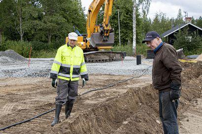 Pienellä kylällä alkoi seurantalon rakentaminen – hanke kenties Suomen ainoa laatuaan